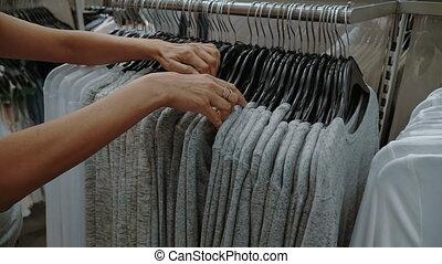 het kijken, vrouw, winkel, kleren
