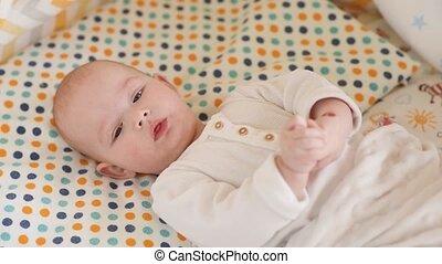het liggen, pasgeboren, schattig, baby, crib.