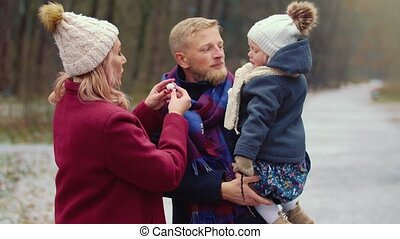 het lopen van de familie, jonge, park