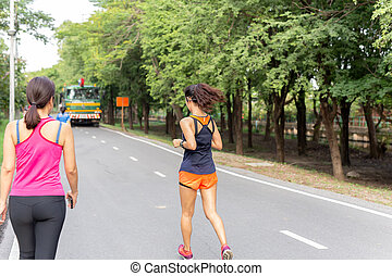 het luisteren, hardloop wedstrijd, vrouwen, beweeglijk, jogging, telefoon., park, terwijl, muziek