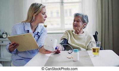 het meten, vrouw, bezoeker, druk, gezondheid, bloed, senior, home.