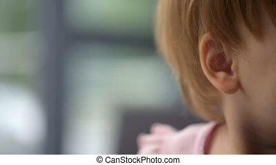 het rusten, verrukt, op, thuis, afsluiten, toddler