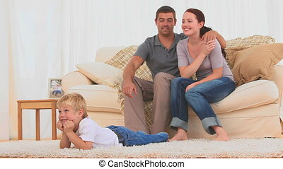 het schouwen tv, mooi en gracieus, gezin