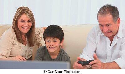 het spelen videospelletjes, gezin