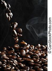 het vallen, bonen, koffie, stoom