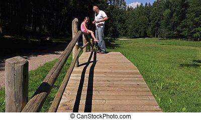 houten brug, dochter, park, vader