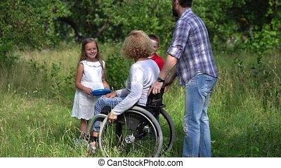 invalide, gezin, outdoors., moeder