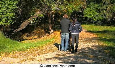 jonge familie, wandelaar