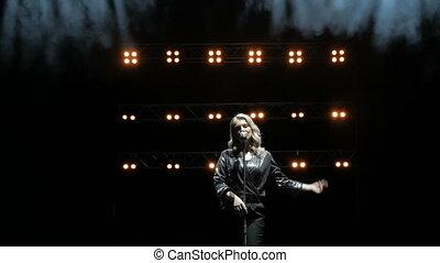 jonge, lights., zinger, mooi, lied, zingt, toneel, rook