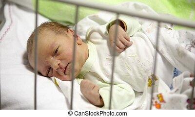 jongen, arena, hospital., pasgeboren, lelijke , omlaag., baby, het liggen