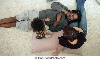 jongen, gezin, lounging, anders, thuis, toddler