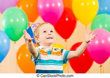 jongen, jarig, kind, feestje, het glimlachen, ballons