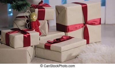 jongen, kamer, boompje, liep, extracts, boompje, denkt na, telefoon bokst, telefoon, witte , openhaard, kerstmis