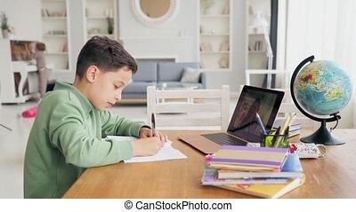 jongen, kaukasisch, school, afstand, textbooks, opleiding, leren, thuis, back, huiswerk, kids., school, online, technologie, les