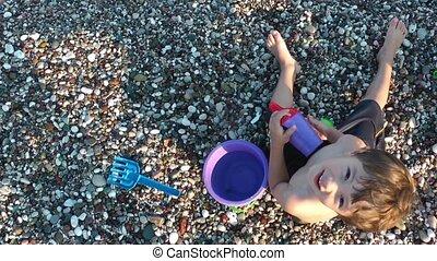 jongen, strand, spelend, speelgoed