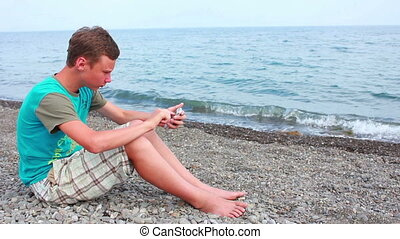 jongen, strand, telefoon