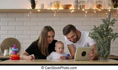 jongen, tablet, ouders, digitale , baby, spelend
