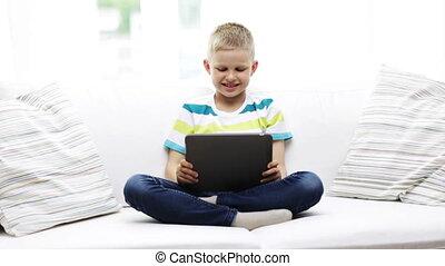 jongen, tablet pc, computer, thuis, het glimlachen
