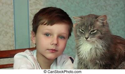 jongen, toneelstukken, kat