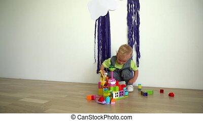 jongen, vloer, constructor, schattig, home., spelend, toddler, houten, motie, gimbal