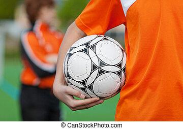 jongen, voetbal, vasthouden, akker