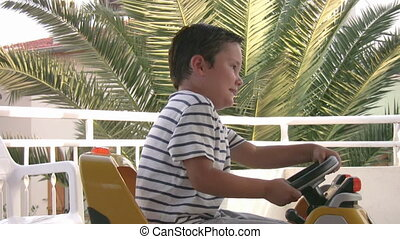 jongen, weinig; niet zo(veel), geleider, auto