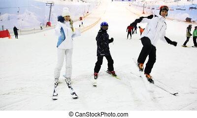 jongen, weinig; niet zo(veel), gezin, tonen, kunsten, sneeuw, krijgshaftig, ski