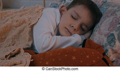 jongen, weinig; niet zo(veel), nursery., slaap