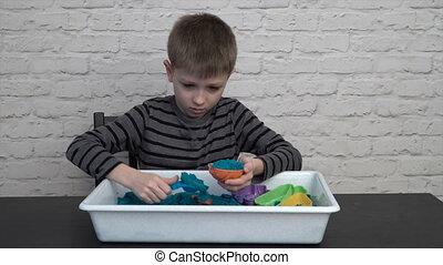 jongen, weinig; niet zo(veel), zand, sculpting