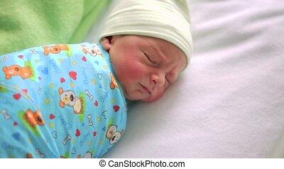 jongen, zuigeling, bassinet., room., ziekenhuis, weinig; niet zo(veel), slapende, pasgeboren, bed, baby