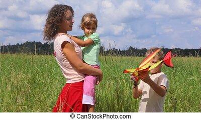 jongen, zuster, zijn, het tonen, moeder, vliegtuig