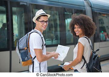 kaart, paar, lezende , toeristen, stad