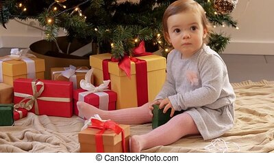 kadootjes, baby, thuis, opening, gelukkige kerstmis, meisje