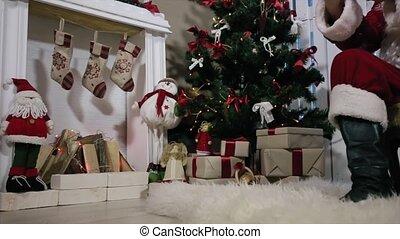 kamer, tablet, type, scherm, boompje, groene, kerstman, gifts., beroeren, openhaard, kerstmis