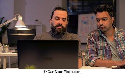 kantoor, laat, computer, werkende , team, creatief