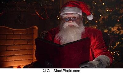 kerstman, boek, concept, clausule, blij, -, pagina's, rood, door, geest, authentiek, achtergrond, kerstmis, het wegknippen, openhaard, dichtbegroeid boven, boompje, bedekt