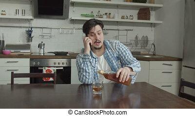 keuken, man, alcohol, fles, zittende