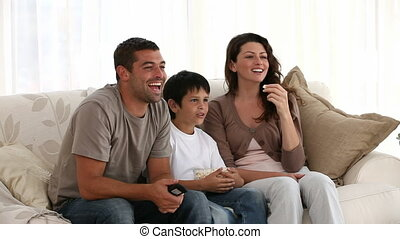 kijkende televisie, samen, gezin