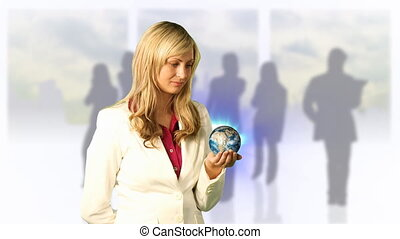 kijkende vrouw, globe