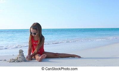 klein meisje, tropische , zand, vervaardiging, kasteel strand, spelend