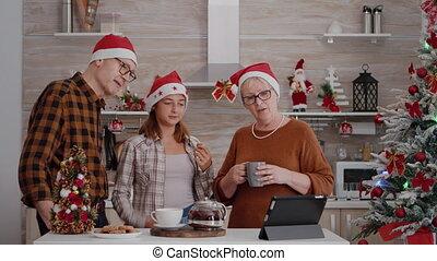 kleindochter, ver, online, groet, videocall, vrienden, gedurende, vergadering, grootouders