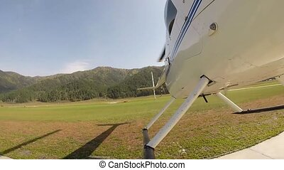 kleine, aviation., bodem, area., helikopter, aanzicht, propeller, bladen, helipad, tussenverdieping, bergachtig, lichtgewicht
