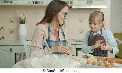klesten, motie, vertragen, moeder, dochter, bakken, keuken, koekjes, samen