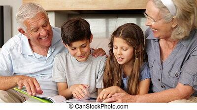kletsende, grootouders, kleinkinderen