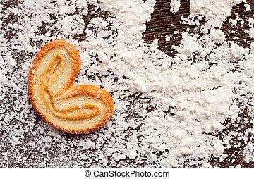 """koekjes, tafel, hart, powder., het koken, cooking"""", houten, zoet, vorm, """"love, meel, concept"""