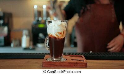 koffie, barman, cream., cocktail, alcohol, stap, maakt, afgeranselde