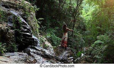 koh, vrouw, jonge, waterval, thailand., jungle, handen, hd., rijzen, samui., 1920x1080