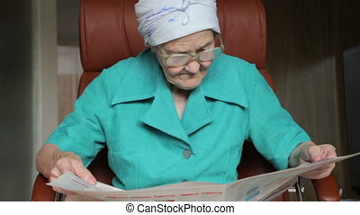 krant, vrouw, oud, lezende