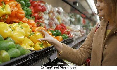 kruidenierswinkel, gele peper, fris, meisje, aankoop, vrolijke