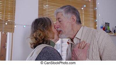 kussen, hun, liefde, care., land, zijn, woning, man, vrouw, leven, dances., oudere paar, dans, verlustigt zich in